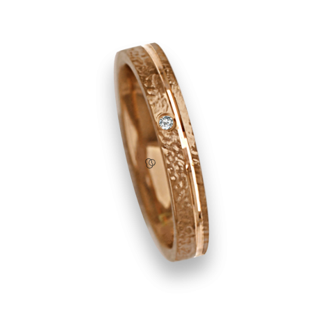 Ring / wedding ring in yellow gold 18k hammered finish one diamond model zg233034dw