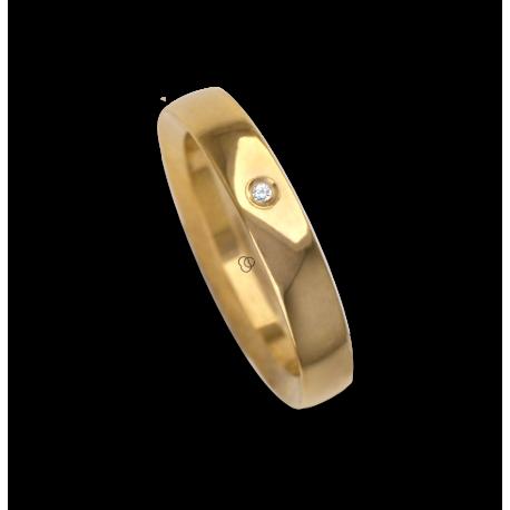 Ring / wedding ring 18 carat yellow gold flat surface internal bevelled edges one diamond model ag63179dw