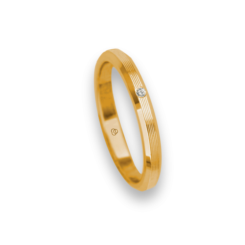 Ring / wedding ring 18 carat yellow gold flat surface and striped bevelled edges one diamond model eb5287dw