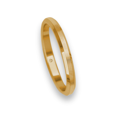 Ring / wedding ring 18 carat yellow gold flat surface and striped bevelled edges model eg5287ew