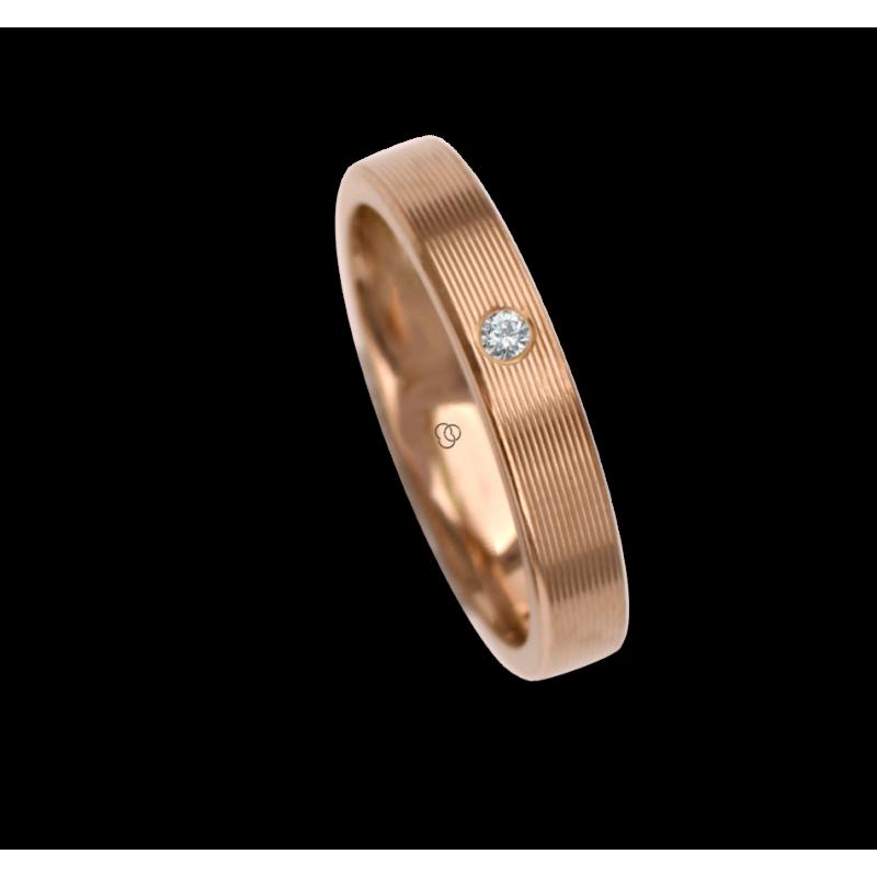 18 carat yellow gold ring / wedding ring polished finish striped surface one diamond model eg53p_dw