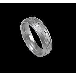 Кельтское кольцо из белого золота с закругленной поверхностью с пескоструйным рисунком th21b
