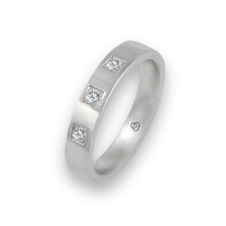Кольцо из белого золота 18 карат, плоская полированная поверхность с тремя бриллиантами модель ab-4-732-02dw