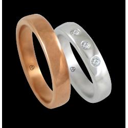 Fedi in oro rosa e bianco lucido 18 kt superficie bombata con tre diamanti modello q-ab5.4-632