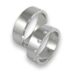 Unisex wedding bands in white gold with 12 + 24 diamonds model ab56779wd