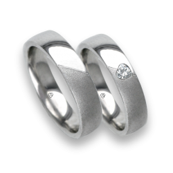Wedding rings in white gold oblique heart polished and sandlast finish model vabCuoreObSa03